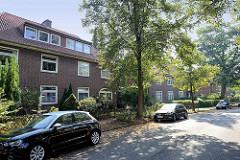 Einstöckige Wohnhäuser mit Dachausbau, Wohnstraße in Hamburg Fuhlsbüttel  / Heinrich Traun Straße