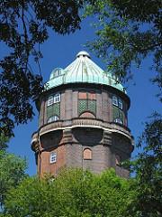 Kuppel des Wilhelmsburger Wasserturms, der am Ufer des Veringkanals steht; er wurde 1911 errichtet.