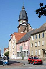 Kirchturm St. Marienkirche in Waren an der Müritz., Ursprungsbau im romanischen Stil aus dem 13. Jahrhundert - Wiederaufbau bis 1792.