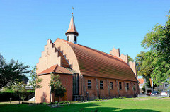 Kirche zum Heiligen Kreuz in Waren; katholische Kirche, erbaut 1929. Dachkonstruktion des Zollinger-Lamellendach.