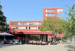 Moderne Architektur beim ehemaligen Krankenhaus  Barmbek - Café am Harzloh / Ecke Fuhlsbütteler Straße.