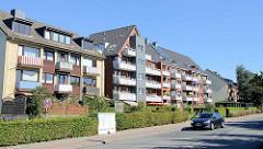 Mehrstöckige Wohnbebauung mit Balkons an der Berner  Chaussee in Hamburg Bramfeld.