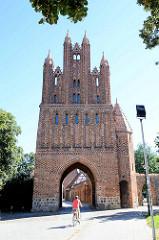 Das Friedländer Tor in Neubrandenburg wurde in der ersten Hälfte des 14. Jahrhunderts im Stil der norddeutschen Backsteingotik errichtet.