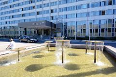 Brunnen vor dem Rathaus / Neubrandenburg.