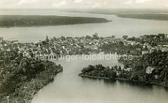 Historische Luftaufnahme von Waren an der Müritz - im Vordergrund der Tiefwarensee, dahinter die dahinter die Binnenmüritz, Nebenmüritz + Müritz.