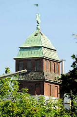 Kupferdach mit Holstenritter vom Juliusturm der Holsten-Brauerei in Hamburg Altona Nord