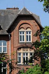 Die Georgswerder Schule in der Rahmwerder Strasse wurde 1903 eingeweiht und hatte zeitweise bis zu 680 Kinder bei 13 Lehrkräften.