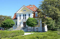 Historische Villa / Denkmalschutz am Windbergsweg beim Kulturpark Neubrandenburg.