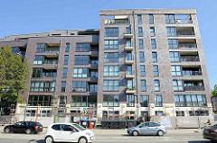 Moderner Neubau / Wohnungsbau in Hamburg Barmbek Nord - mehrgeschossiger Wohnblock bei der Fuhlsbüttler Straße 284 / Ecke Langenfort.