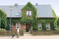Einzelhaus mit Ziegelfassade aus der Zeit der 20. Jahrhundertwende / Gründerzeit im Ortskern von Maschen.