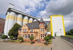 Diamant-Mehl Getreidesilo + Getreidemühle am Reiherstieg - im Vordergrund die Villa des Gründers der Diamant-Mühle Georg Plange.