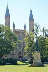 Schlosskirche Neustrelitz, neogotischer Baustil - Entwurf Friedrich Wilhelm Buttel. Baumaterial sind Ziegel aus der königlichen Ziegelei.