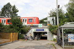 S-Bahn-Station Hoheneichen iin Hamburg Wellingsbüttel - Fußgängerunterführung.
