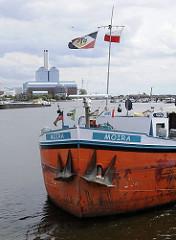 Schiffsbug des Binnenschiffs MOIRA mit zwei schweren Ankern in der Billwerder Bucht.