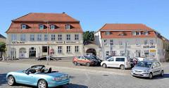 Der Marktplatz Neustrelitz  ist der von Christoph Julius Löwe geplante und bis heute erhaltene barocke Gründungsteil der Stadt. Von ihm zweigen acht Straßen in alle Richtungen ab.