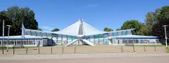 Stadthalle / Mehrzweckhalle Neubrandenburg - Veranstaltungshalle, Hyparschalenkonstruktion - Architekt Ulrich Müther.