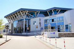 Eingang Jahrnsportforum in Neubrandenburg - eröffnet 1996
