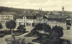 Altes Flugbild vom Marktplatz in Neustrelitz - Blick auf das Schloss und die Schlosskirche.