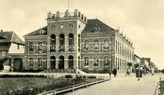 Historische Ansicht vom Rathaus Neustrelitz, Marktplatz - eingeweiht 1843, Architekt Schinkelschüler Friedrich Wilhelm Buttel.
