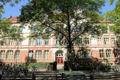 Theodor Haubach Schule in der Haubachstraße in Hamburg Altona/Nord; erbaut 1904.