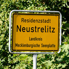 Ortsschild Residenzstadt Neustrelitz - Landkreis Mecklenburgische Seenplatte.