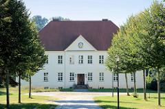 Gutshaus Weisdin - auch Schloss Weisdin -n denkmalgeschütztes  Herrenhaus, erbaut um 1850.