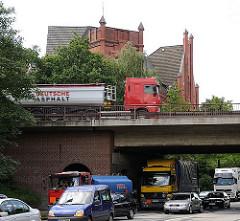 Blick zur Brücke der Wilhelmsburger Reichsstrasse über die Mengestrasse - die Stadtautobahn wurde 1939 als Reichsautobahn fertig gestellt.