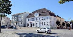 Der Marktplatz Neustrelitz  ist der von Christoph Julius Löwe geplante und bis heute erhaltene barocke Gründungsteil der Stadt.