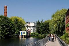 Entlang des ehemaligen Industriekanals wurden Grünanlagen gestaltet - am Ufer des Veringkanals führen Wege.
