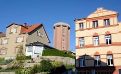 Wohnhäuser beim Warener Bahnhof - in der Bildmitte der ehem. Städtische Wasserturm, erbaut 1900.
