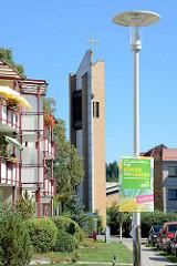 Kirchturm der katholischen Kirche St. Josef - St. Lukas, eingeweiht 1980 - Architekten Dietrich Otto.