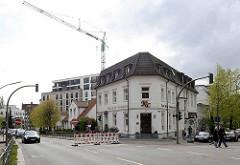 Altbauten / Neubauten an der Ohlsdorfer Straße in Hamburg Winterhude; Rechts die Himmelstraße.