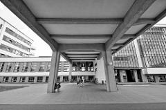 Bauhausgebäude Dessau - Schulgebäude für die Kunst-, Design- und Architekturschule Bauhaus; erbaut 1926 nach Plänen von Walter Gropius.