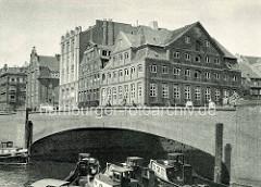 Altes Bild von der Schaartorbrücke, der Mündung vom Admiralitätstraßenfleet in Hamburger Binnenhafen.