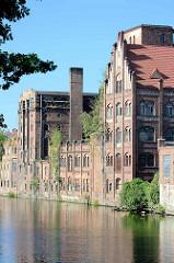 Historische Industriearchitektur / Ziegelgebäude im Hafen von Stettin;  Hafenkanal an der West-Oder