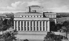 Alte Fotografie vom Dessauer Theater, erbaut 1938; Architekten Friedrich Lipp und Werry Roth.