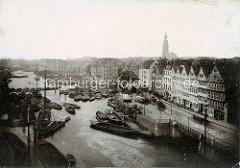 Historische Fotografie  vom Hamburger Binnenhafen. Blick auf die beladenen Schuten.