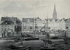 Altes Foto von Hamburgs Altstadt Beim neuen Kran - ein Segelschiff / Frachtsegler liegt im Kai.