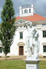 Statue Apoll - Schloss Georgium, historischer Landschaftspark in Dessau-Roßlau.