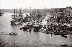 Historische Fotografie vom Jonashafen / Niederhafen  an den Hamburger Vorsetzen; Frachtschiffe - Segelschiffe und Dampfschiffe.