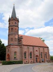 Kirche Großkühnau / Stadtteil von Dessau- Roßlau; neuromanischer Baustil, erbaut 1829.