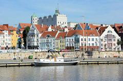 Uferpromenade in Stettin, Blick auf die Dächer der Stadt und das Stettiner Schloss, die ehemalige Residenz der Herzöge von Pommern.