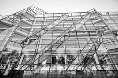 Glasfassade eines Gebäudes der technischen Universität von Stettin.