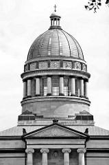 Kuppel vom Mausoleum in Dessau-Roßlau. Das Mausoleum wurde zwischen 1894 und 1898 von dem Architekten Franz Heinrich Schwechten  und dem Baumeister Teubner errichtet.