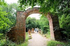 Ruinenbrücke - Landschaft / Gartenlandschaft im Beckerbruch, Parkanlage vom Georgium in Dessau-Roßlau
