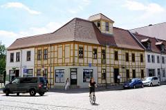 Historische Architektur in Dessau, denkmalgeschütztes Gebäude - Schwabehaus; erbaut 1826.