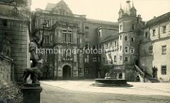 Altes Bild vom Innenhof des Dessauer Schlosses.