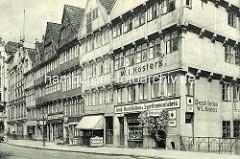 Bilder aus der Hamburger Altstadt - Wohnhäuser / Geschäftshäuser an der Straße Bei dem Neuen Krahn.