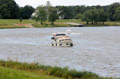 Motorboote / Sportboote auf der Elbe bei Dessau-Roßlau.