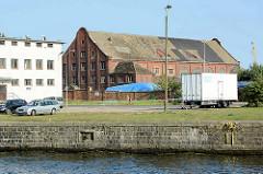 Altes Hafengebäude / Ziegelarchitektur auf dem Hafengelände an der Oder in Stettin